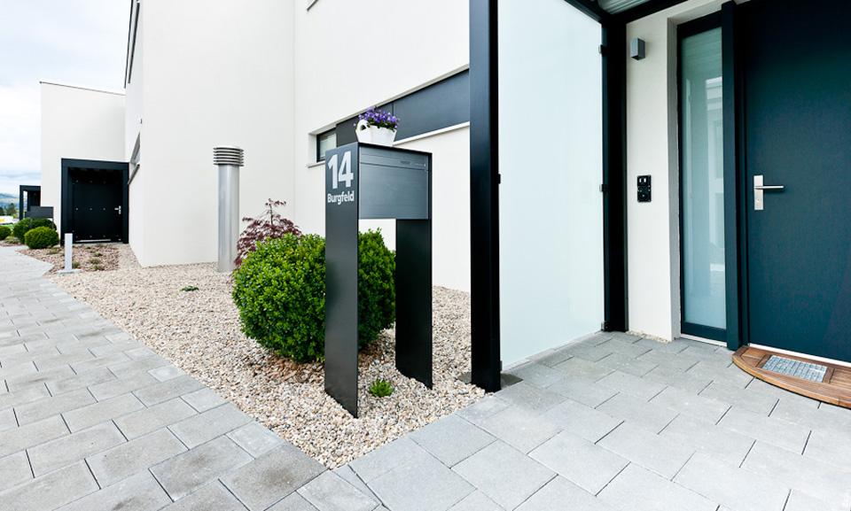 briefkasten freistehend mit hausnummer die sch nsten einrichtungsideen. Black Bedroom Furniture Sets. Home Design Ideas
